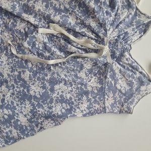 Abercrombie blue white floral tank shirt sz medium